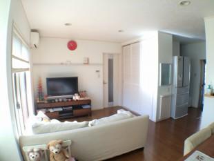 「真っ白い」壁と天井でお部屋が明るくなりました