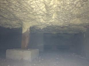 床の断熱改修 100ミリ厚の断熱材を吹付けました