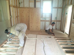 壁・天井・床の断熱工事を行いました