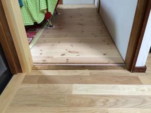 バリアフリー(段差解消) 新しい床材を貼ることで、敷居の段差が解消できました